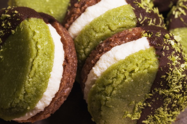 Raw Vegan Matcha Macaroons from Deviliciously Raw