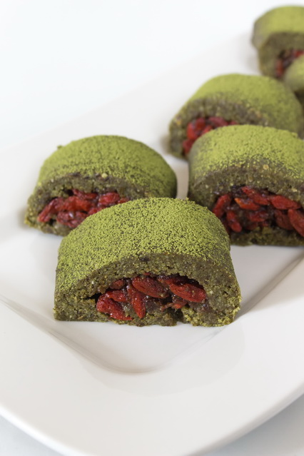 #raw #vegan Matcha and Goji Rolls | Deviliciously Raw