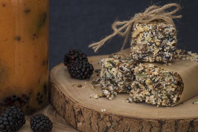 Homemade Energy Bars by Deviliciously Raw