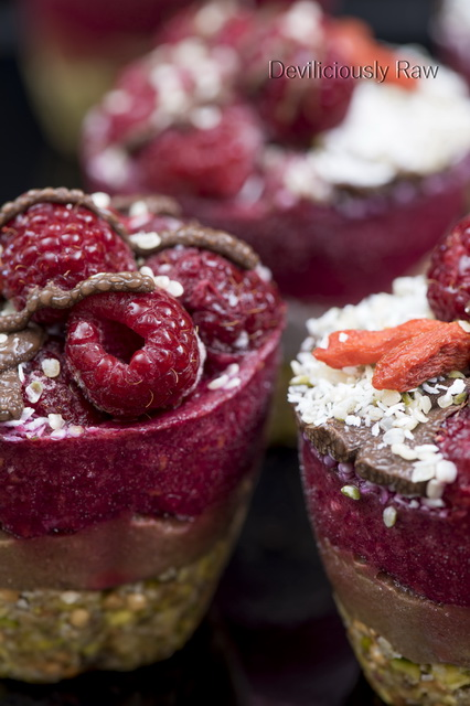 Raw, Vegan Raspberry and Chocolate Cupcakes from Deviliciously Raw