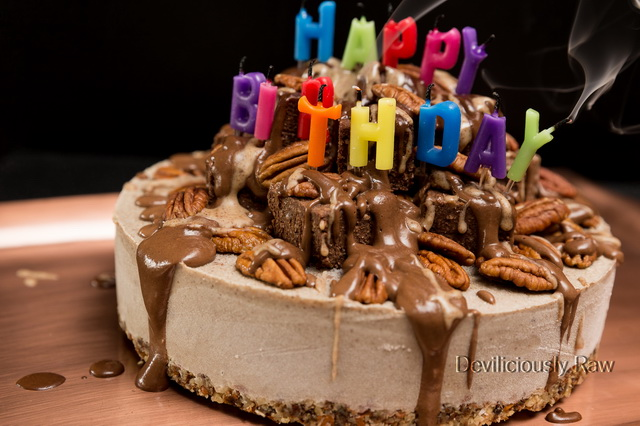 #raw #vegan Birthday Cake from Deviliciously Raw