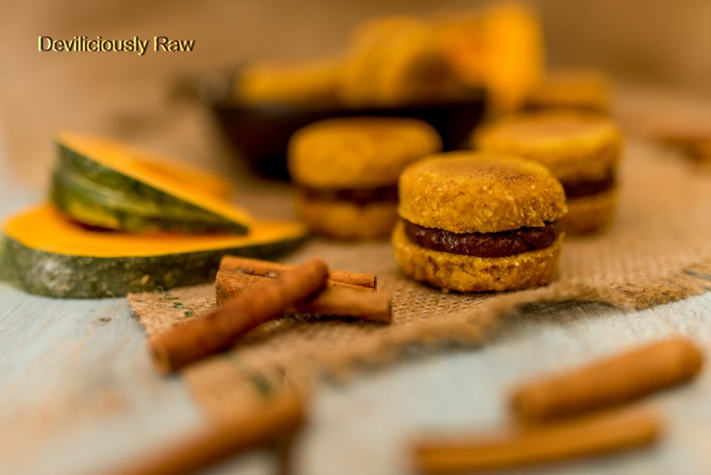 #raw #vegan Pumpkin & Chocolate Macaroons from Deviliciously Raw