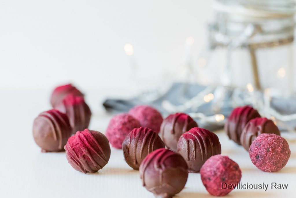 #raw #vegan Christmas Bliss Balls from Deviliciously Raw