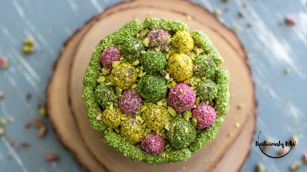 #raw #vegan Easter Cake | Deviliciously Raw