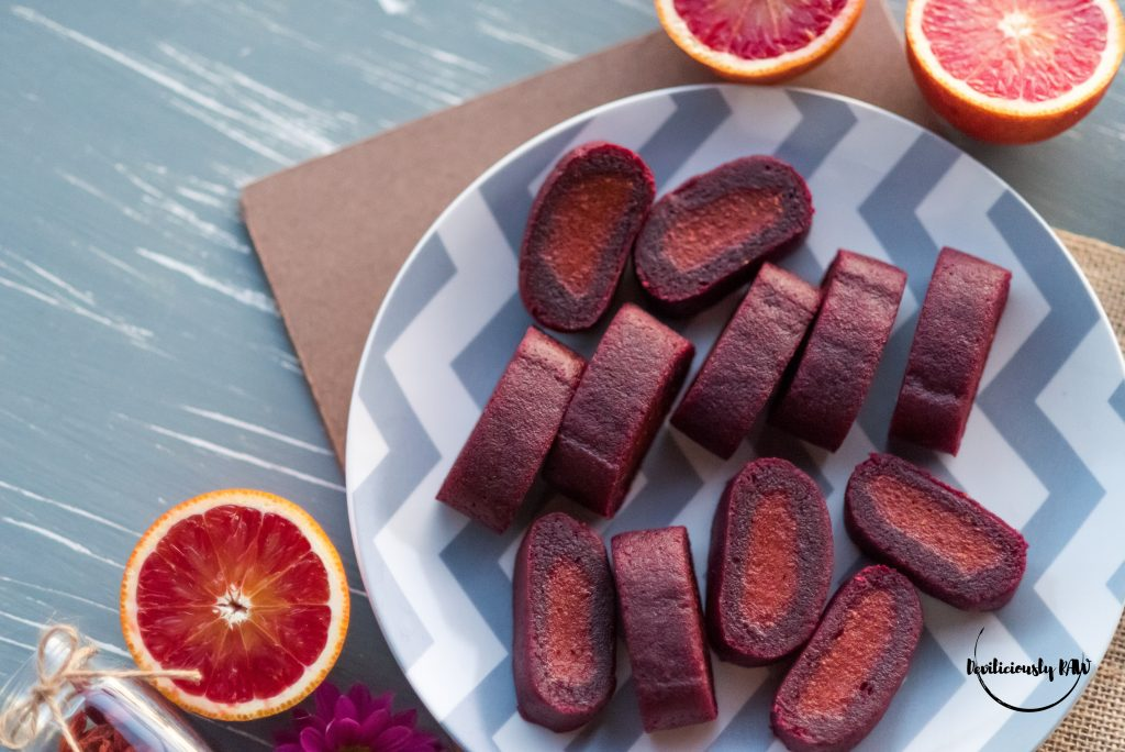 #raw #vegan Chewy Goji and Beet Rolls | Deviliciously Raw