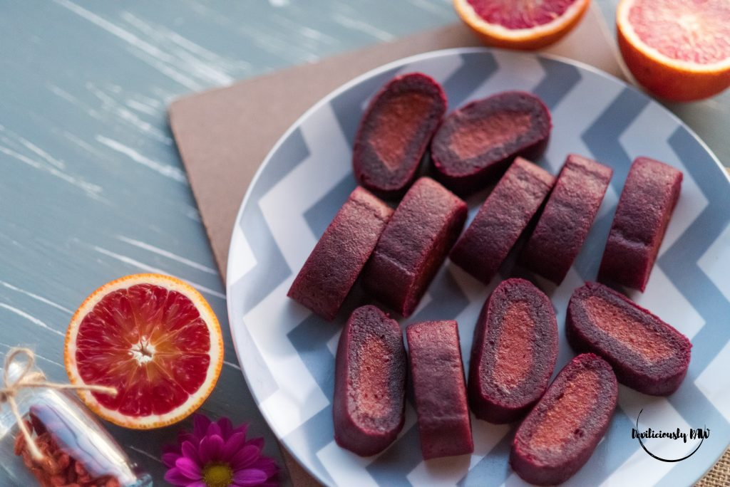 #raw #vegan Chewy Goji and Beet Rolls | Deviliciously Raw