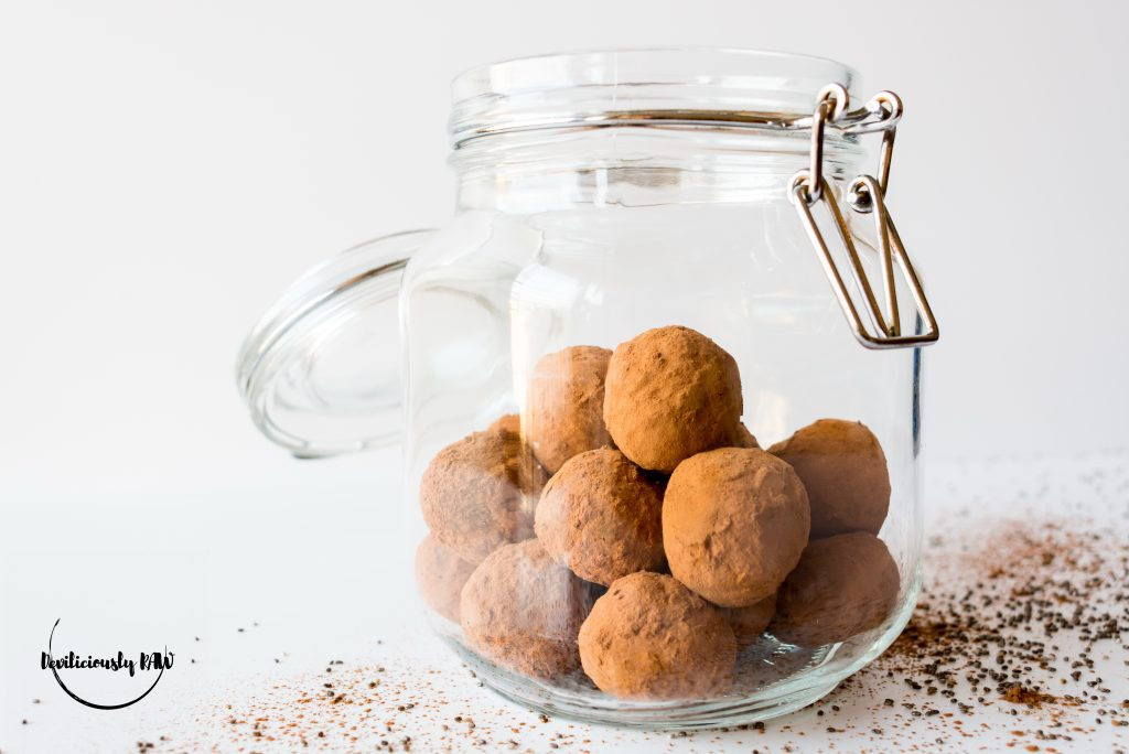 #raw #vegan Carob and Prune Bliss Balls | Deviliciously Raw