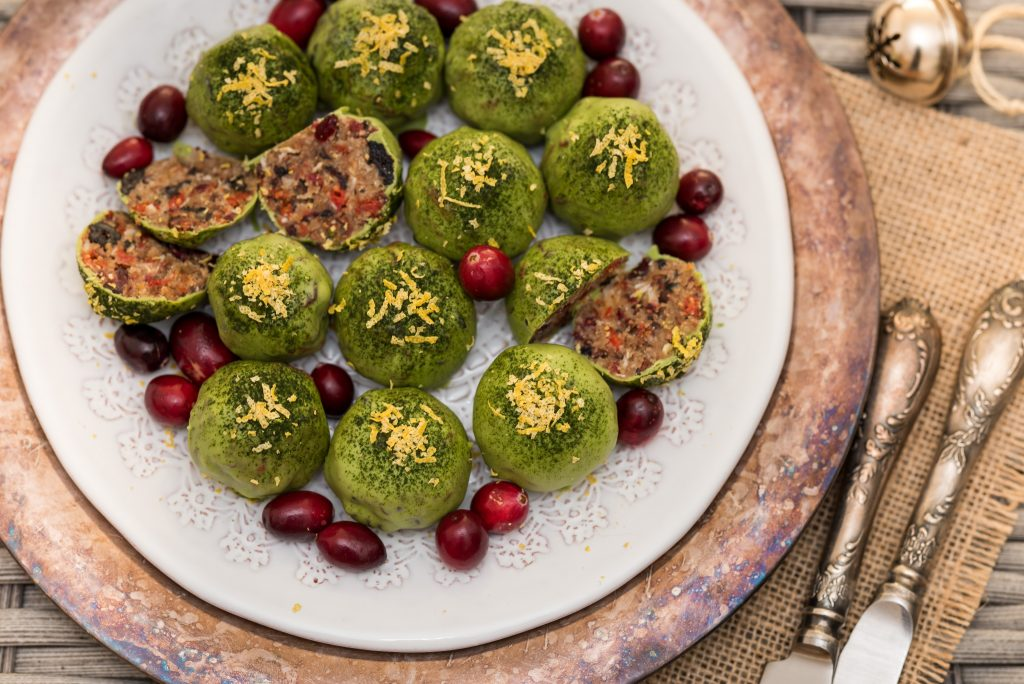 #raw #vegan Very Berry Matcha Bliss Balls | Deviliciously Raw